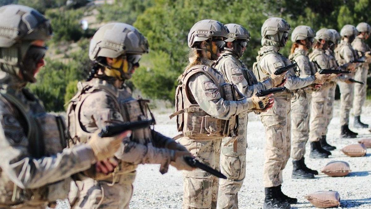 Türkiye'de ilk kadın askerler komando jandarma astsubay olarak görev alacak
