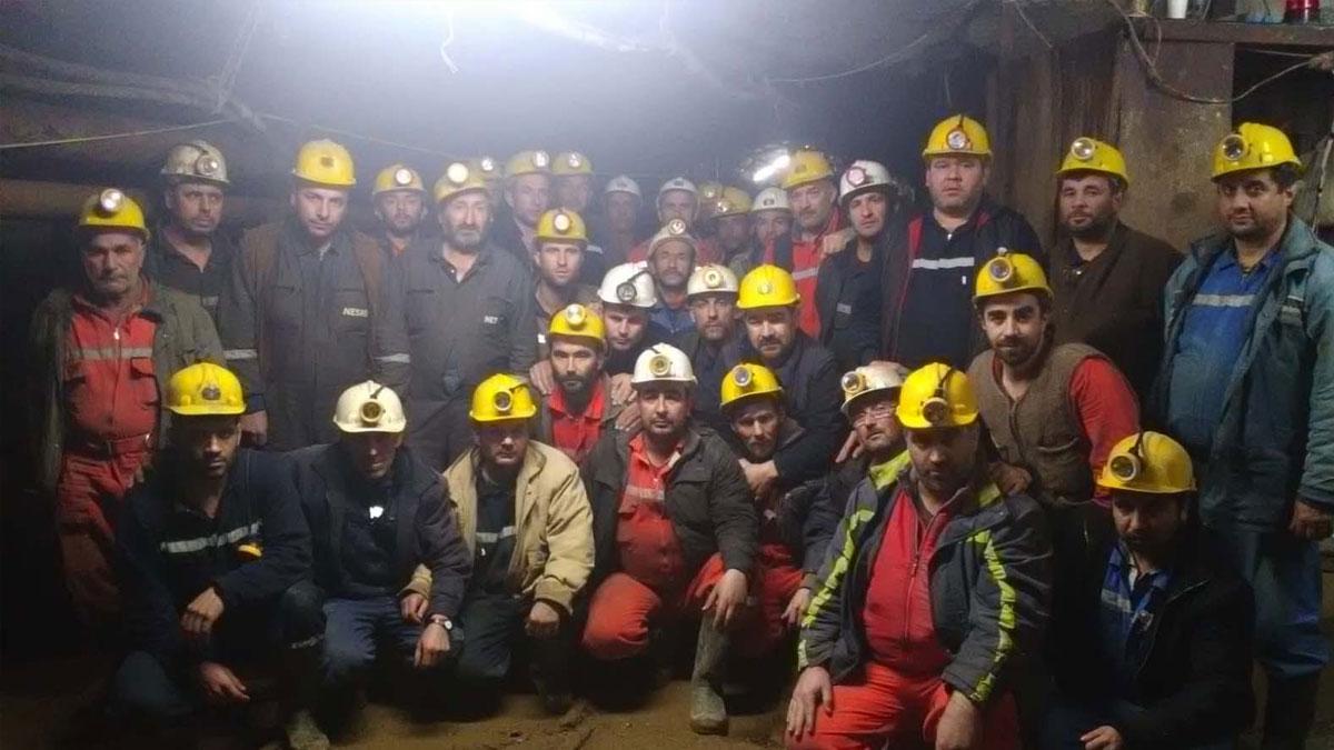 Yerin 140 metre altına kendilerini kapatan maden işçileri kazandı!