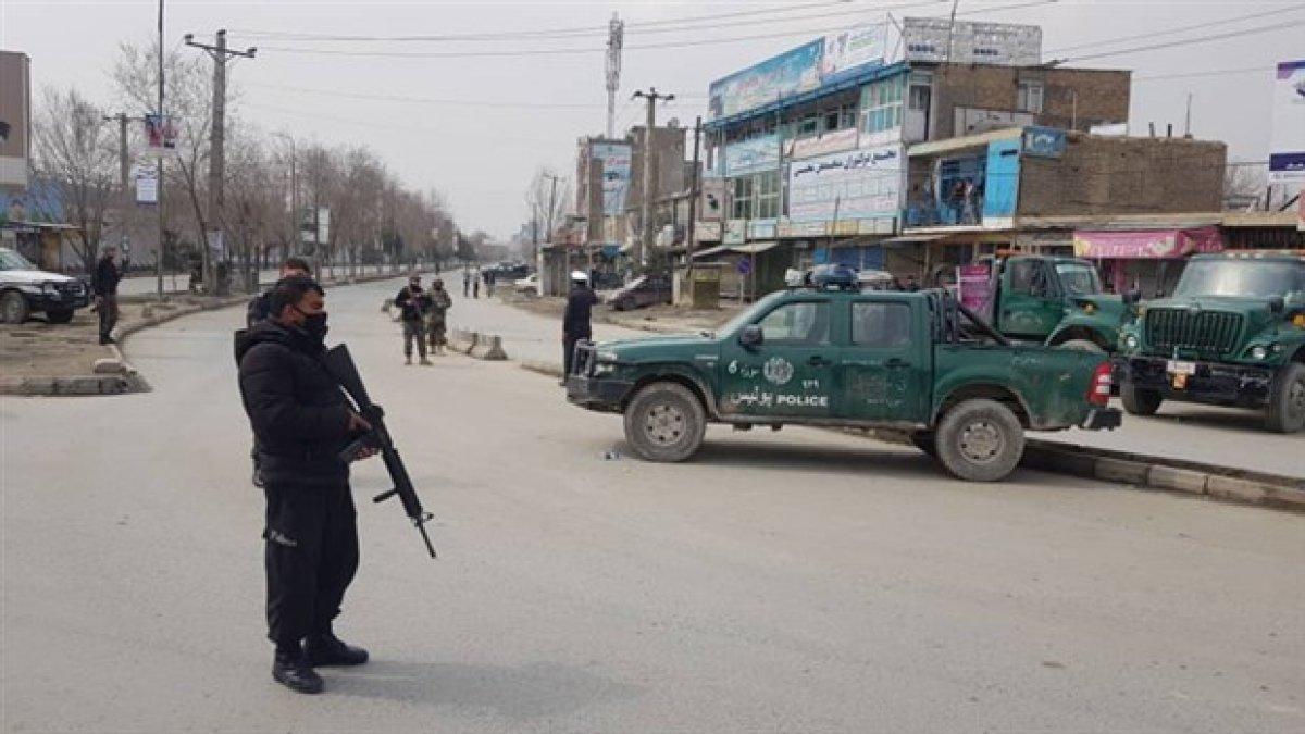 Afganistan'da siyasi liderlerin de bulunduğu törene bombalı saldırı