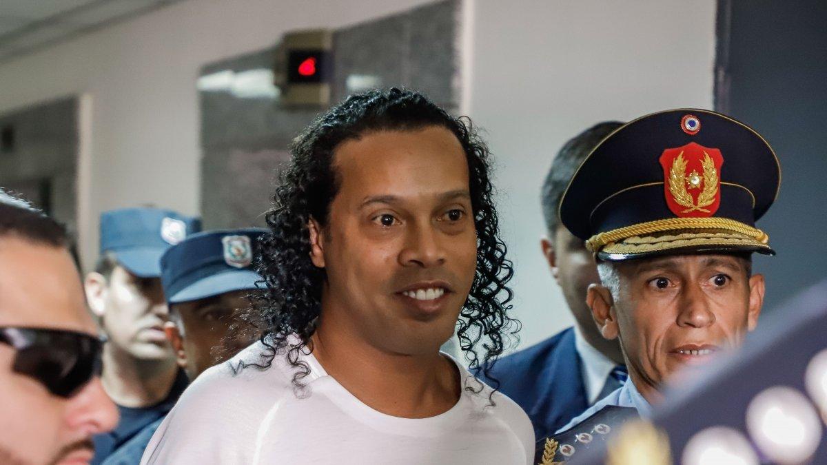 Sahte pasaportla yakalanan Ronaldinho ve kardeşi Paraguay'da tutuklandı