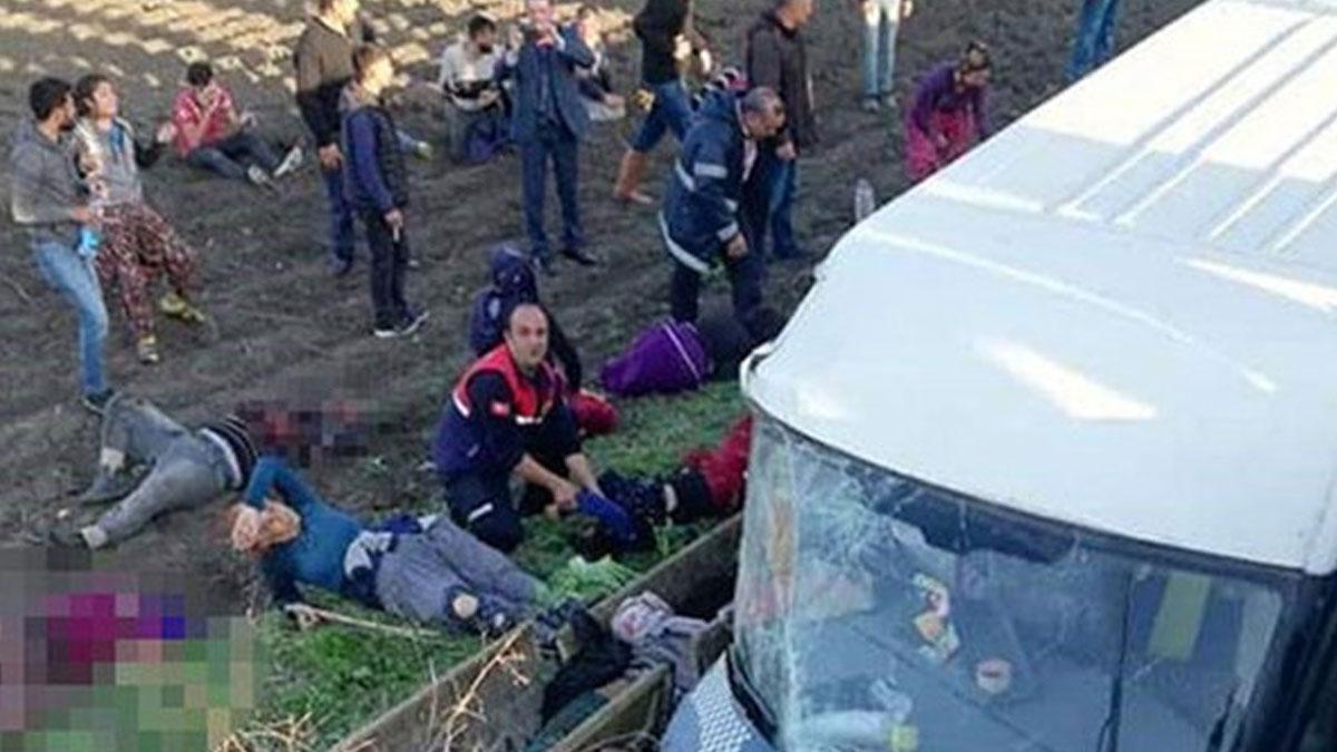 Tarım işçilerini taşıyan araç devrildi: Üç kişi yaşamını yitirdi