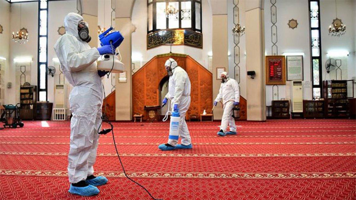 Coronavirüs tehlikesiyle camiye giden vatandaşlar: Allah'ın evinde virüs bulaşmaz