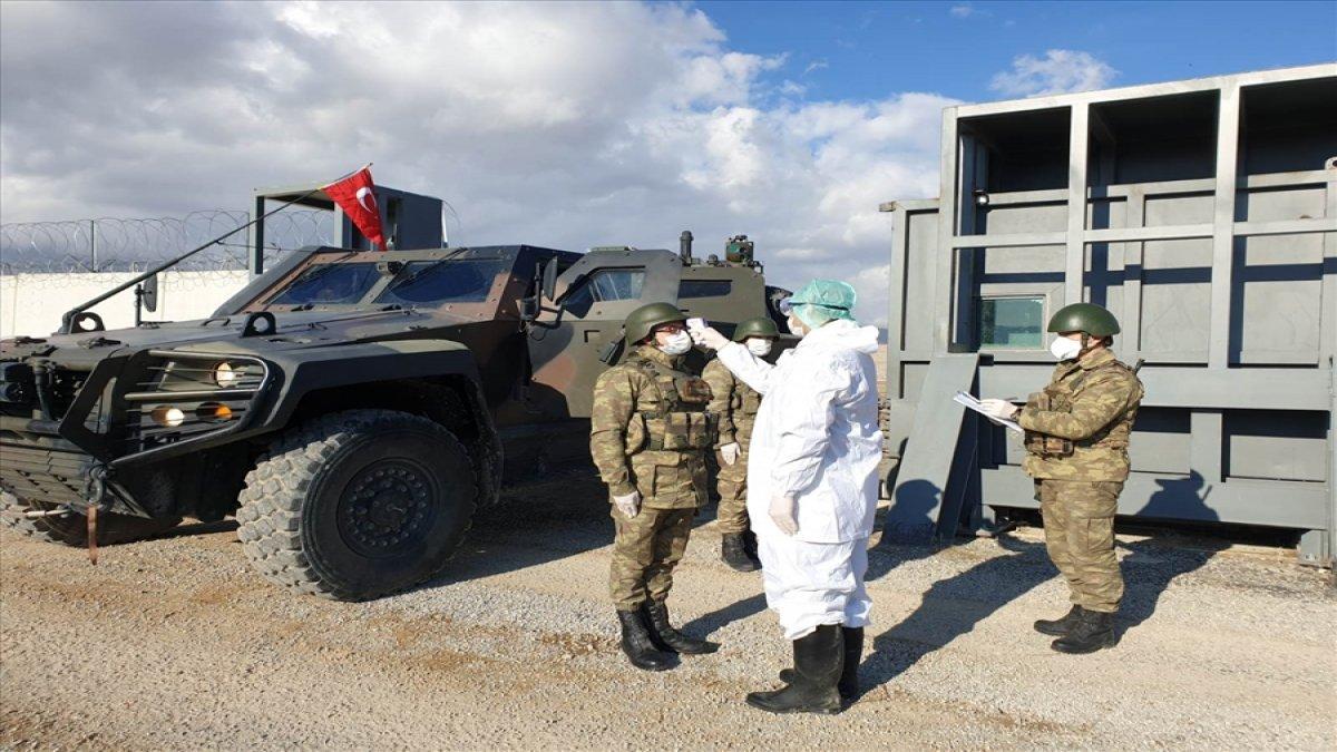 Askere coronavirüs salgınına karşı koruyucu elbise ve maske verildi