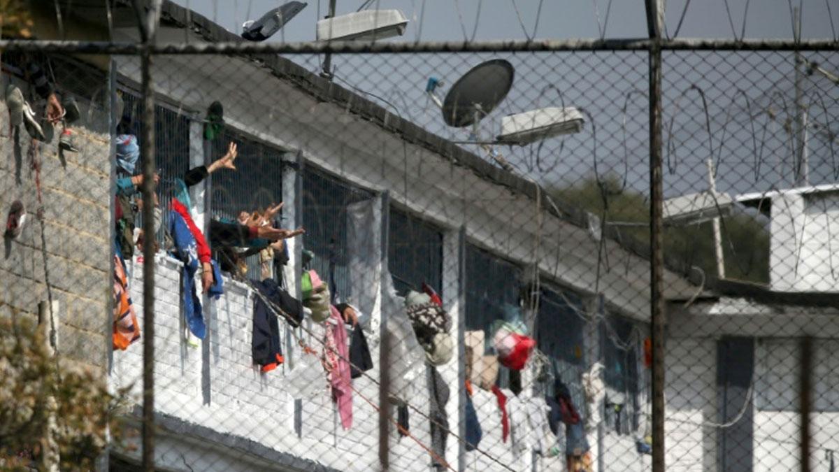 Bogota'da cezaevinde 'coronavirüs' isyanı: 23 mahkûm öldürüldü