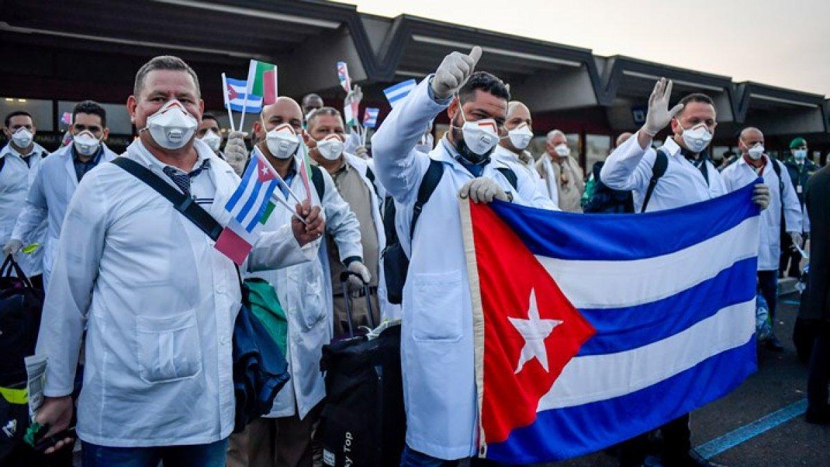 İtalya'ya giden Kübalı doktor: İtalya hükümetinin ve bölgenin sağlık otoritelerinin tamamen emrine amadeyiz