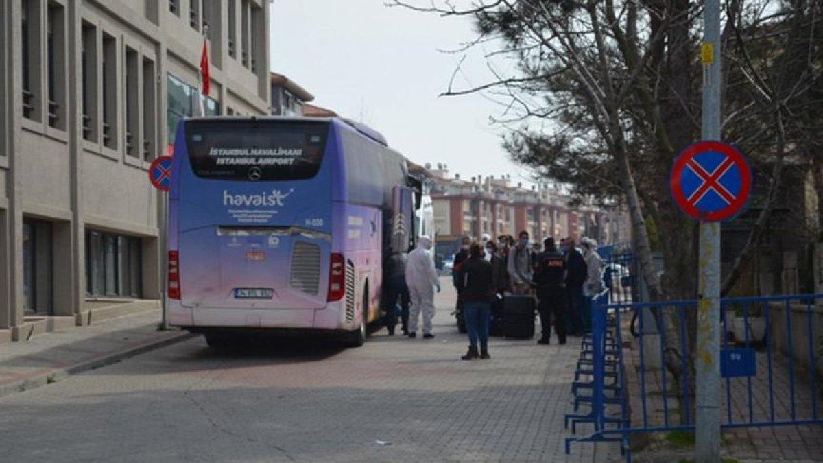 Uçuş yasağı olan ülkelerden Türkiye'ye getirilen vatandaşlar Sakarya'da karantinaya alındı