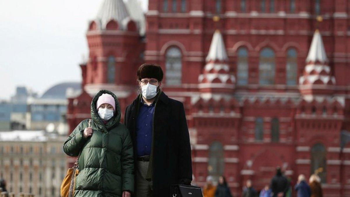 Moskova'da evde kalan yaşlılara ve kronik hastalara para desteği