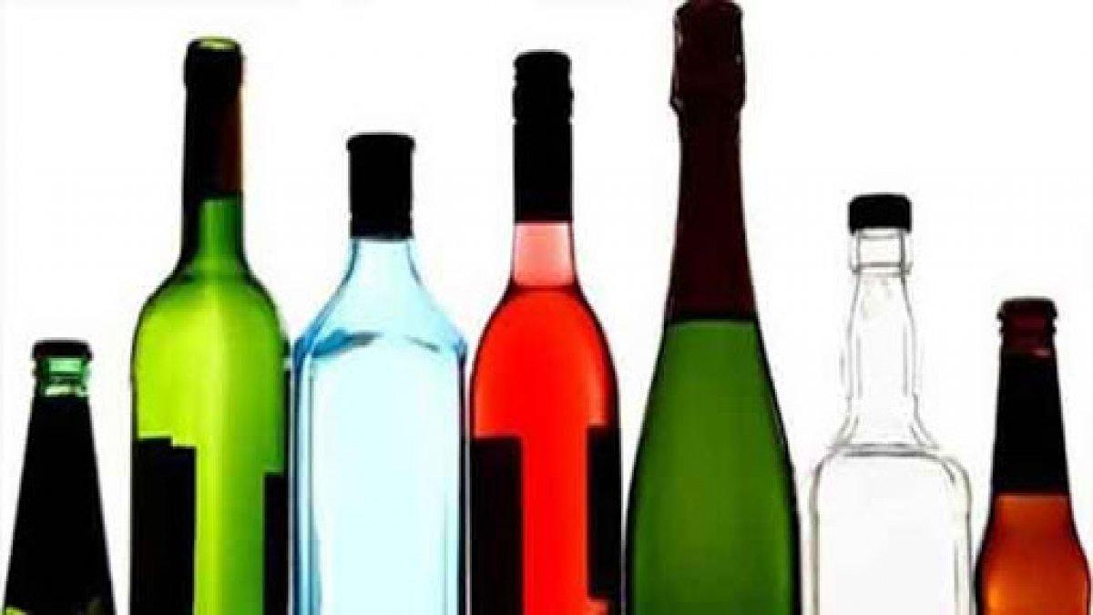 İngiltere'de alkollü içki satan marketler 'açık kalması gereken noktalar' arasına girdi