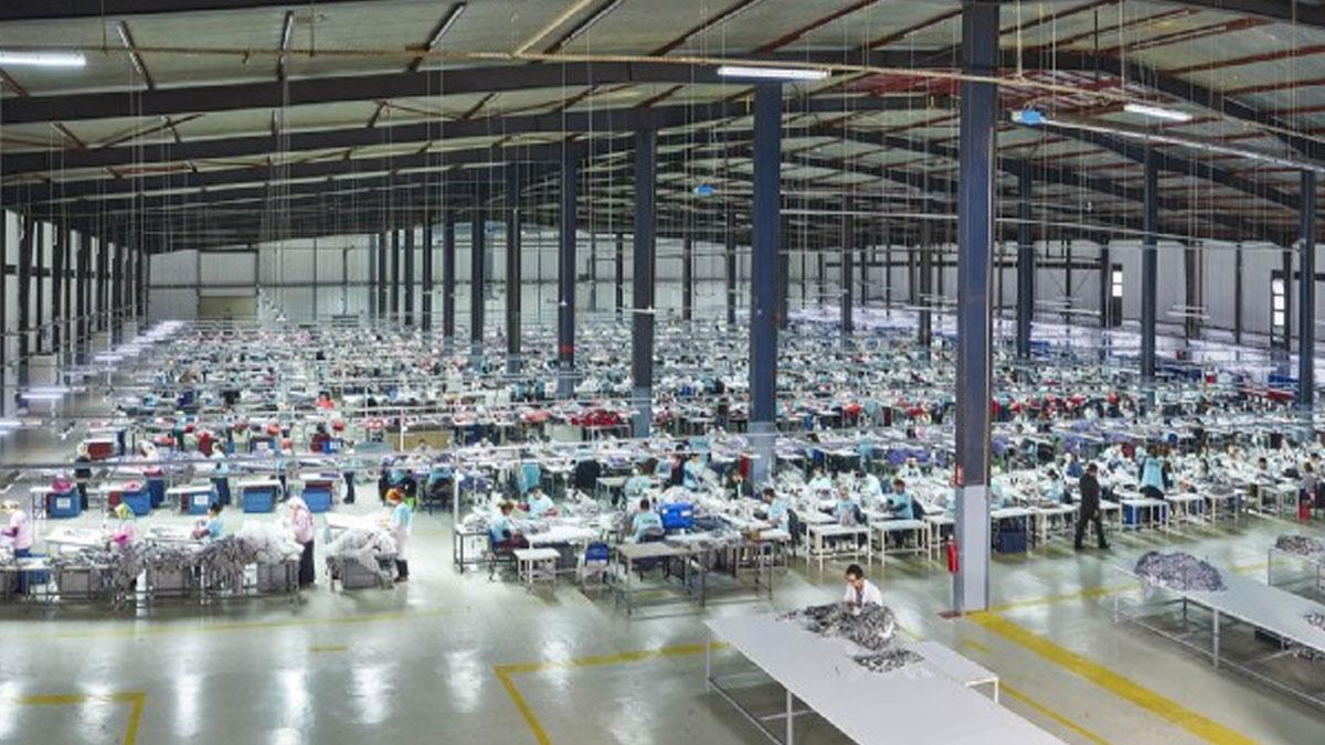 45 işçide coronavirüs tespit edilen Akar Tekstil'de üretim durduruldu