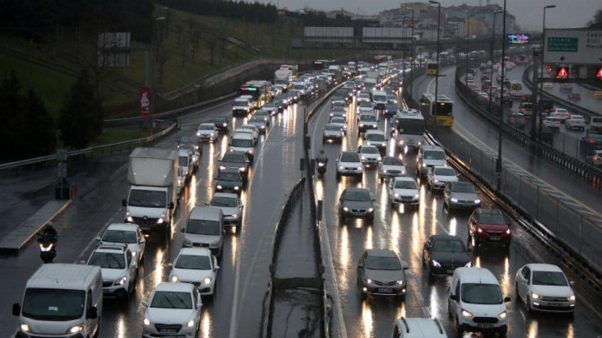 İstanbul trafik yoğunluğu yüzde 60'ı buldu