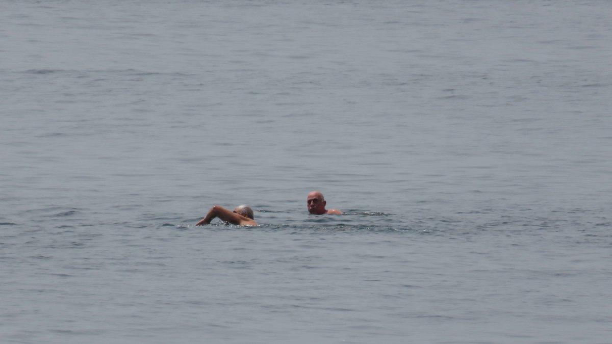 65 yaş üstü Kadıköy'de denize girdi, yürüyüş yaptı