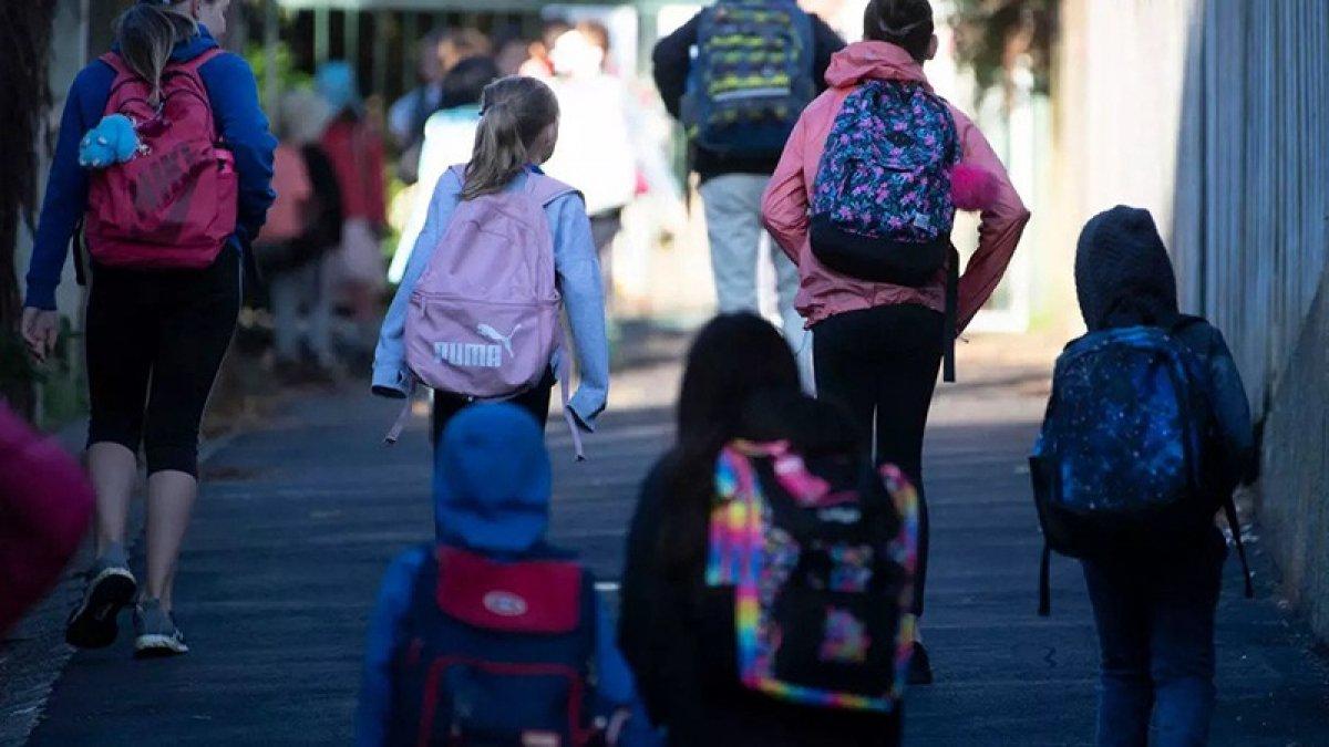 Fransa'da okulların açılmasının ardından 70 öğrencide virüs tespit edildi