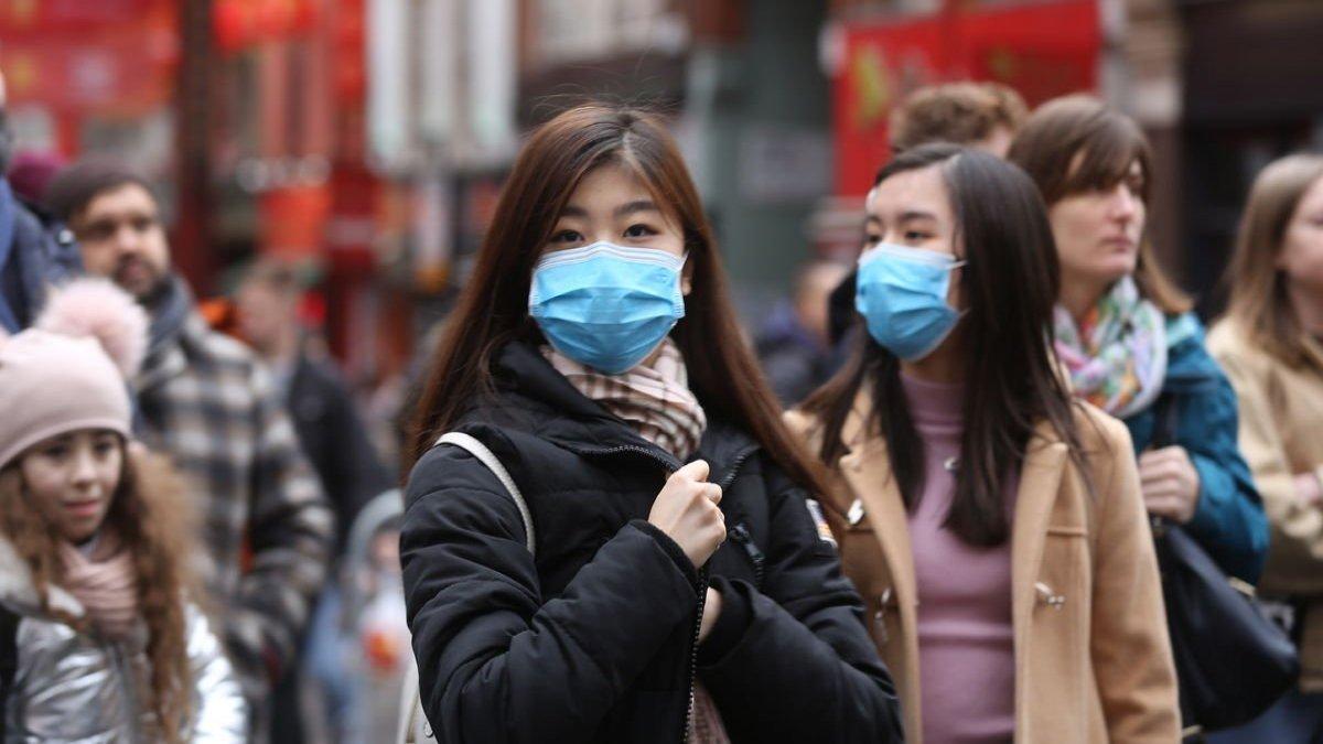 """""""Çinliler en az bir yıl daha maske takmalı"""""""