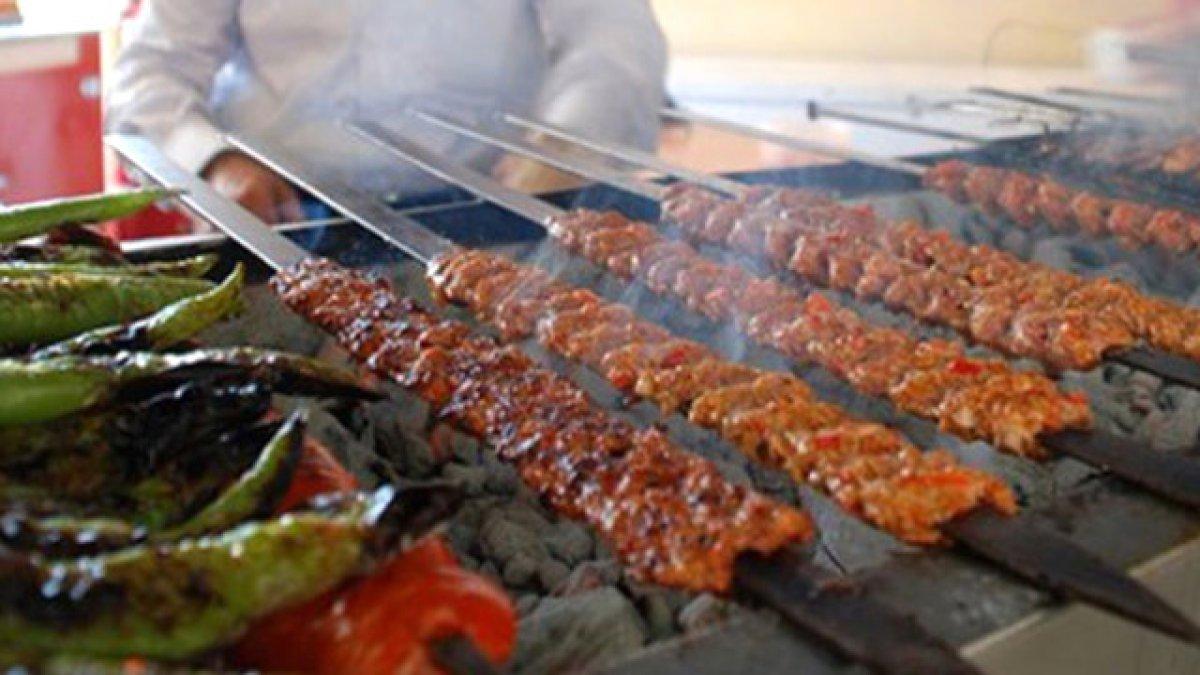 Adana'da kebapçılar açıldı: 7.20'de müşteri gelmeye başladı
