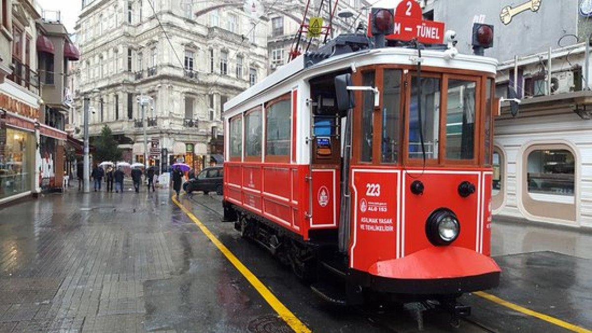 Taksim'de nostaljik tramvay seferleri yeniden başladı