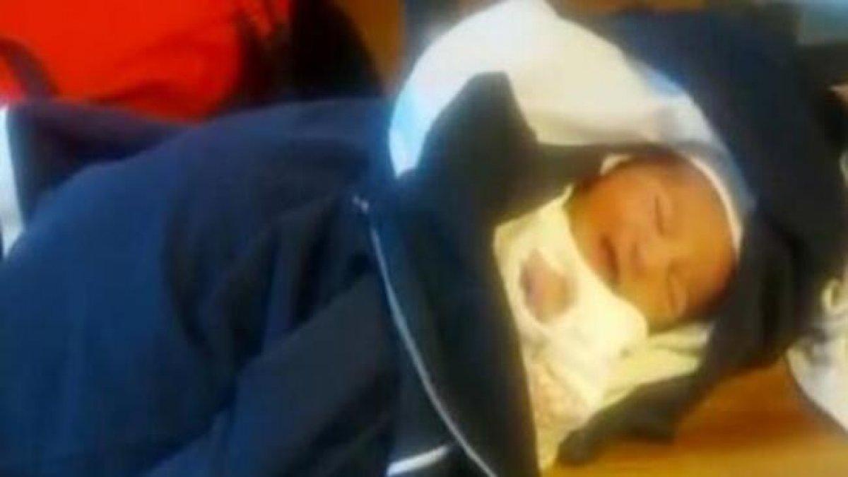 3 günlük bebek alüminyum folyoya sarılmış halde sokakta bulundu