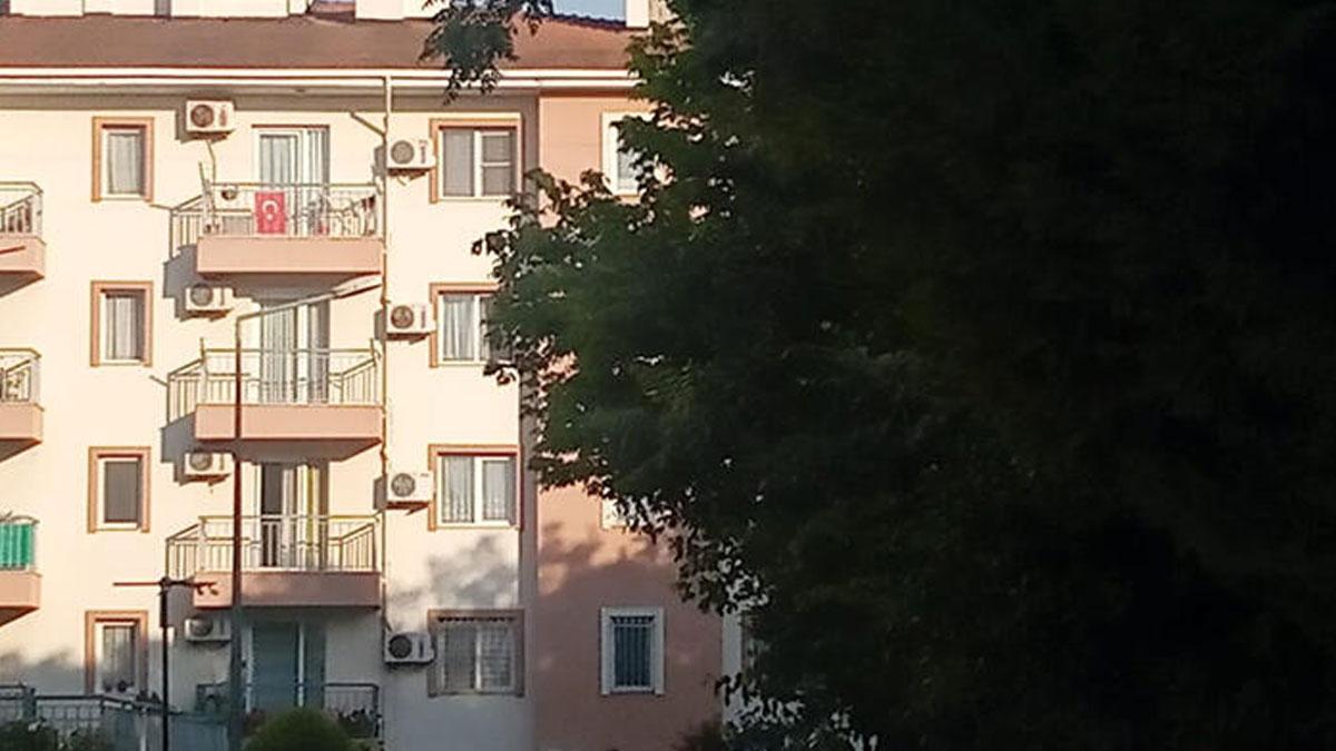 75 yaşındaki adam, para karşılığı eve çağırdığı 3 kadın tarafından soyuldu