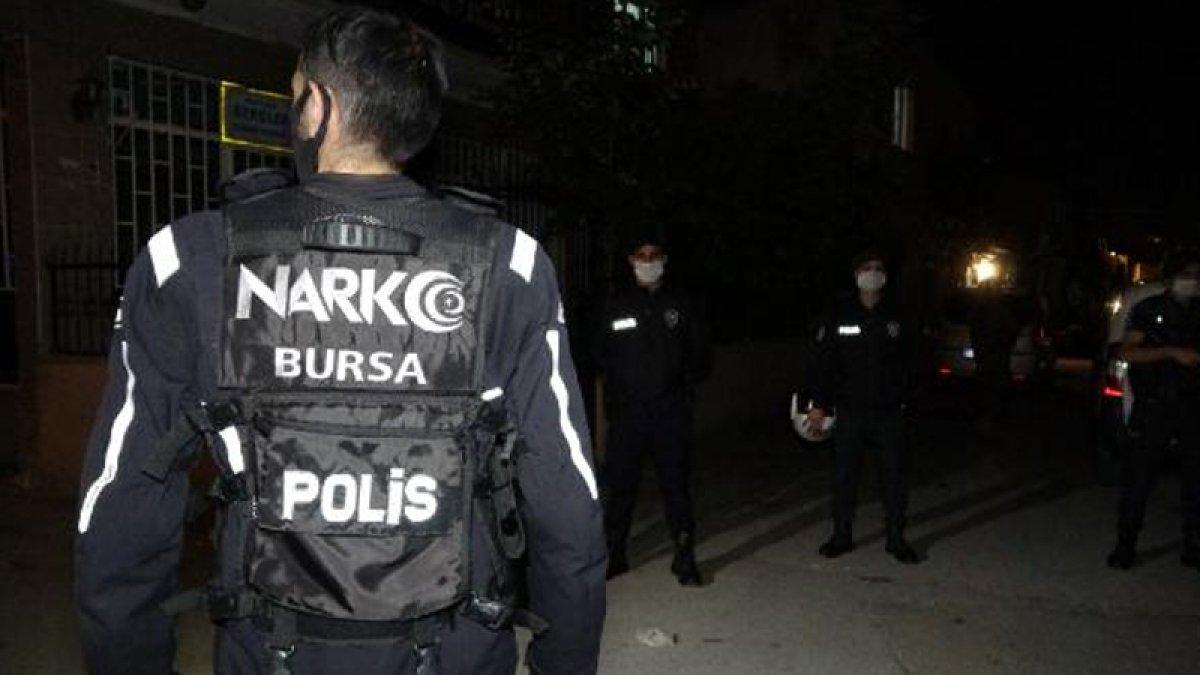 2 bin 500 polis operasyon düzenledi: 30 polis karantinaya alındı