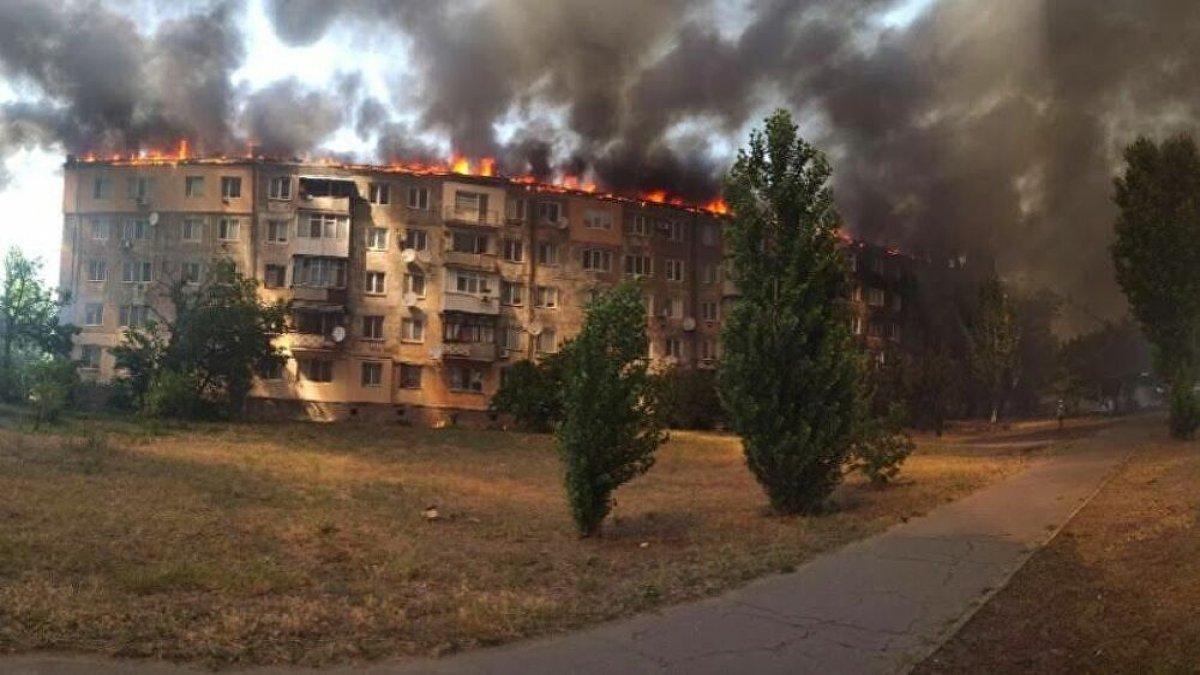 Eşiyle tartıştı binayı ateşe verdi