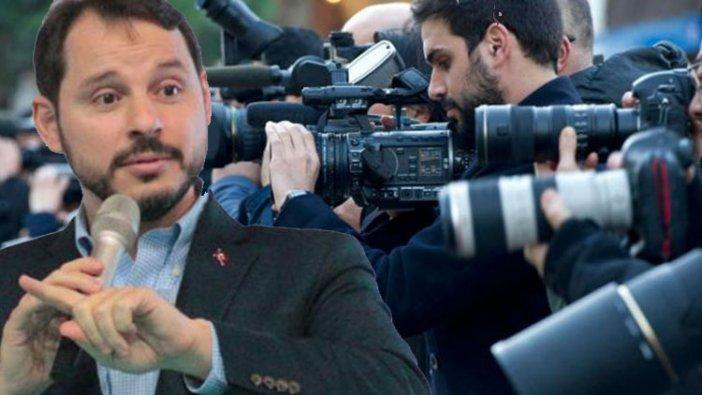 """Bakan Albayrak, """"Gazeteciler için özgürce soru sorabiliyorlar"""" dedi ama gerçek başka..."""