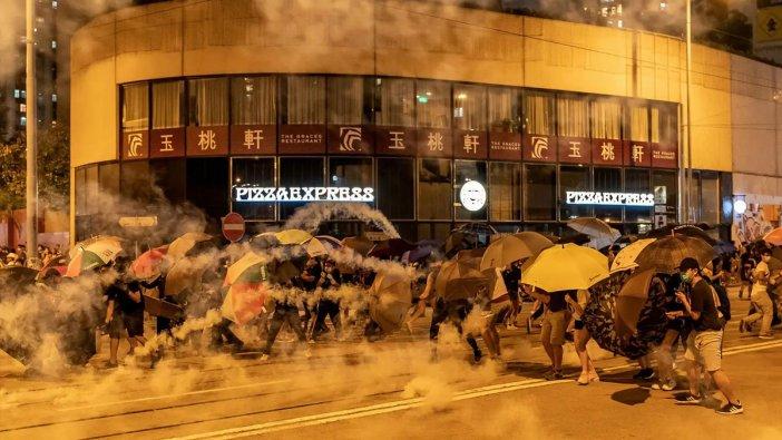 Protestoların dinmediği Hong Kong'da yerel seçime rekor katılım