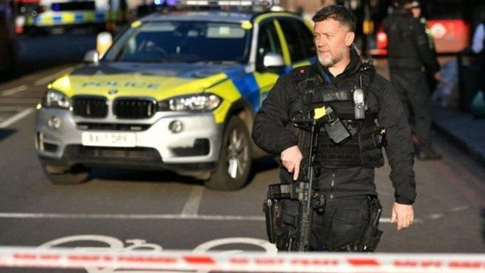 Londra Köprüsü'ndeki bıçaklı saldırgan öldürüldü