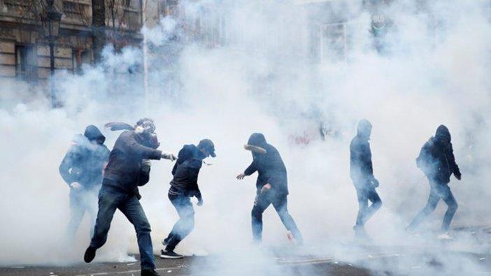 Fransa'daki greve müdahale: Polis sis bombası kullanmaya başladı