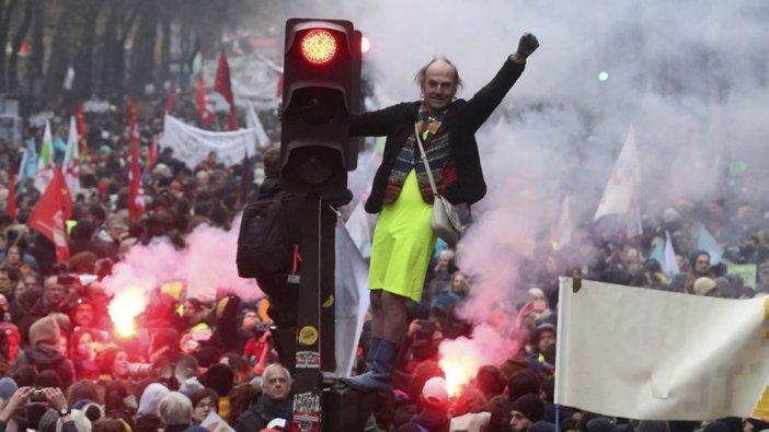 Fransa'da grev üç gün uzatıldı