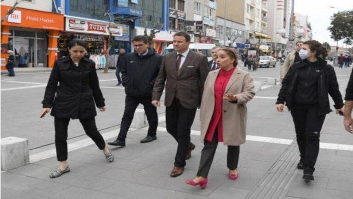 Uşak Valisi Funda Kocabıyık'a tepki yağıyor: Sosyal mesafeyi ayarlayın, düzelt! Hadi!