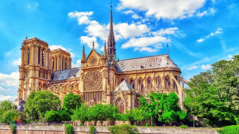 1555351165872-notre-dame-katedrali.jpg