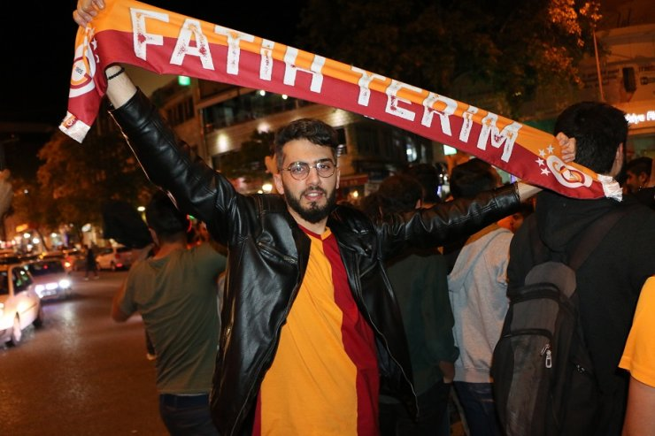 Galatasaraylı ve Beşiktaşlı taraftarlar arasında arbede