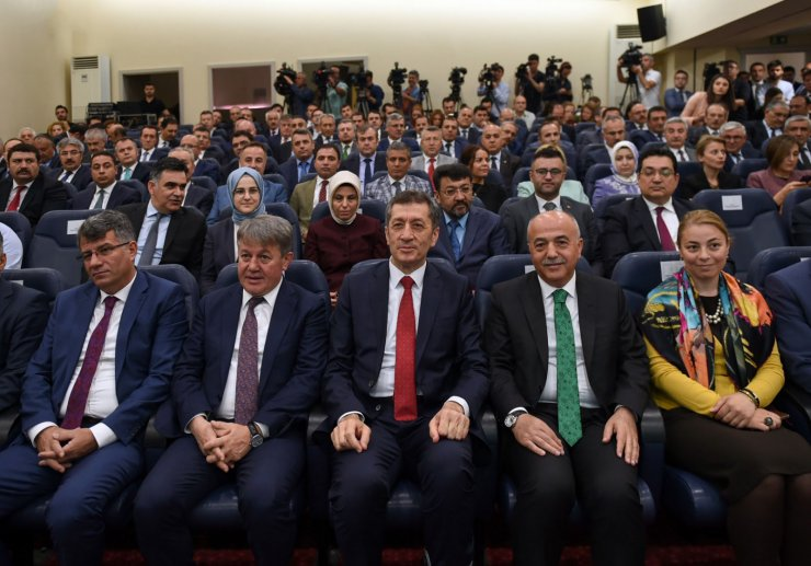 Milli Eğitim Bakanı Ziya Selçuk: Nisan ve Kasım'da 1'er hafta tatil