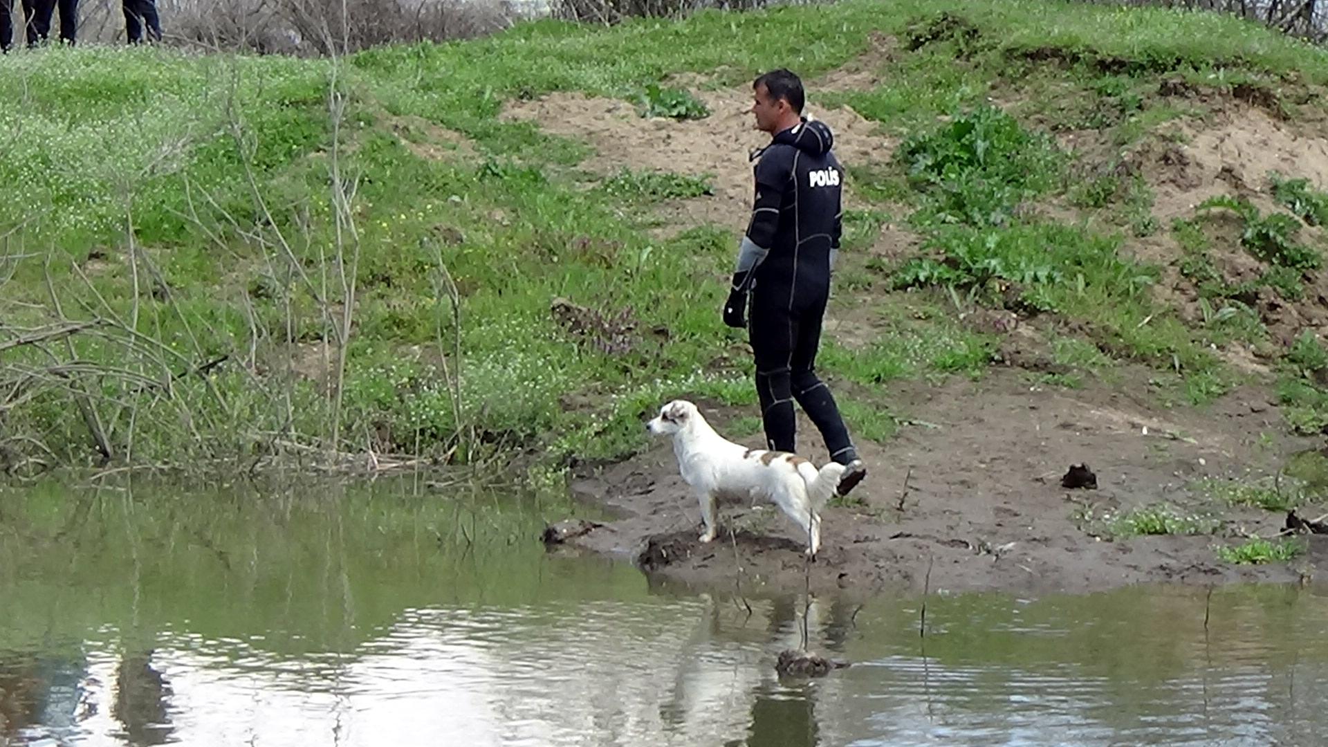 nehirde-aranan-yasli-adamin-besledigi-kopek-bir-an-olsun-bolgeden-ayrilmadi-1776-dhaphoto6.jpg