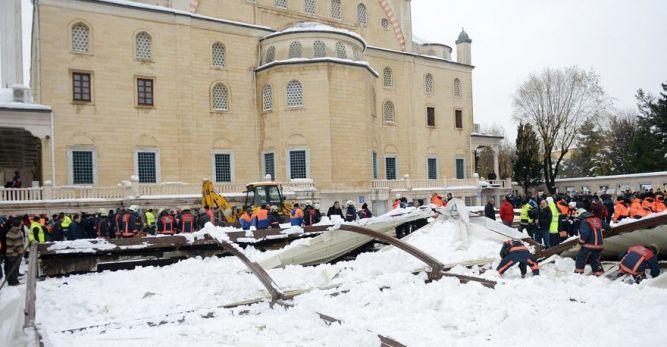 Ataköy Camii'nde tente çöktü… Ölü ve yaralılar var