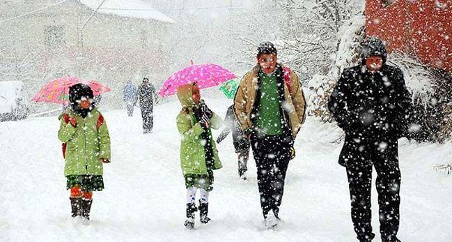Vali Açıkladı; İstanbul'da okullara kar tatili… Yarın 10 Ocak Salı okullar tatil edildi