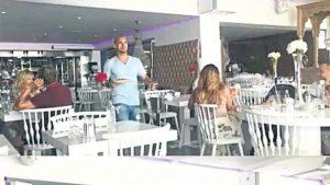 Sneijder Galatasaray'da dünya yıldızı, İbiza'da garson,