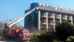 Antalya'da lüks otelde yangın: 400 kişi tahliye edildi