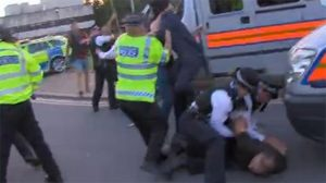 Londra'da PKK yandaşları, 15 Temmuz etkinliğine saldırdı