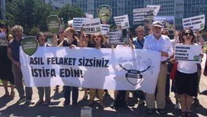 İBB önünde Kadir Topbaş'a protesto: Asıl felaket sizsiniz istifa edin