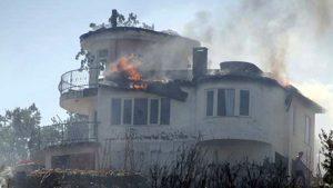 Alanya'da yangın villa ve seralara sıçradı, felaket sürüyor!