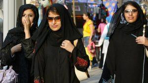 Arap kadınları ve erkekleri bakın kimlere benzemek için estetik yaptırıyor!