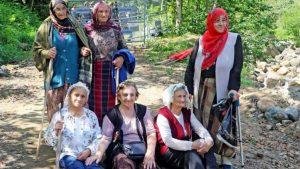 Rize Arılı Vadisi'nde kadınlar bilirkişi heyetinin yolunu kesti