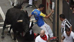 İspanya'da kızgın boğalar 5 kişiyi yaraladı!