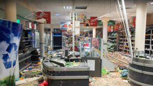 G20'nin düzenlendiği Hamburg'da olaylar: Dükkanlar yağmalandı
