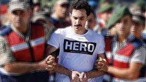 """Savcı, """"Hero"""" yazılı tişörtün cezaevine nasıl sokulduğunu açıkladı"""