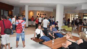 Katar Emiri al-Thani davayı kazandı, turist bulunan otelini tahliye ettirdi