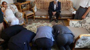 Kore gazisinin bir anda önünde eğildiler… Sebebi herkesi ağlattı