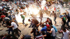 İsrail, Mescid-i Aksa'da cemaate saldırdı: Çok sayıda yaralı var!