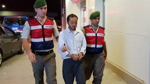 Otobüste Türk Bayrağını indirmeye çalıştı, linçten Jandarma kurtardı