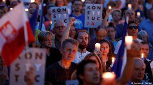 """Polonyalılar """"reformu"""" veto ettirdi: Hükümet yargıyı denetleyemez"""